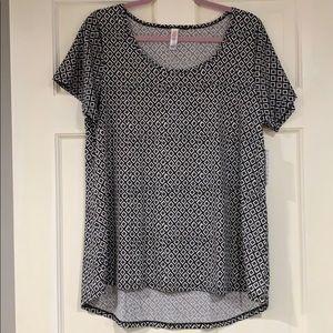 LuLaRoe black and white Classic T shirt L NWT